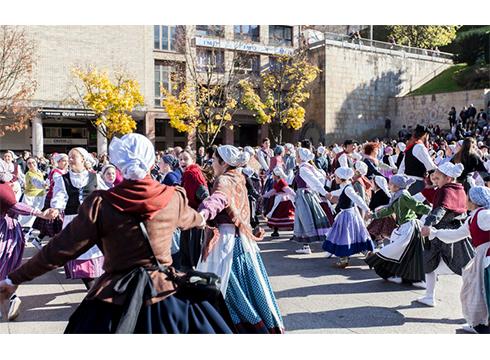 'Plazara Dantzara' gaur Bizikleta plazan