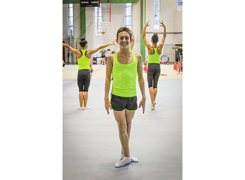 """Eneko Lambea, gimnasta: """"Hiru urterekin itzulipurdiak egiten nituen, gimnasia barrenean neraman"""""""