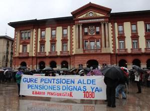 Eskualdeko 2.000 lagun bildu ziren zapatuan pentsio duin eta publikoen aldeko manifestazioan
