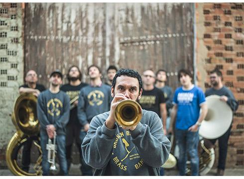 """Jon Zelestino, Broken Brothers Brass Band: """"Gure musikak festarako giroa sortzen du"""""""