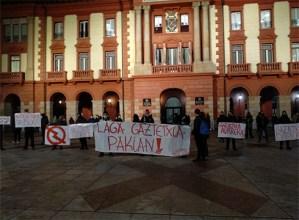 Gaztetxearen kontrako erasoengatik protesta egiteko kontzentrazioa egin zuten atzo