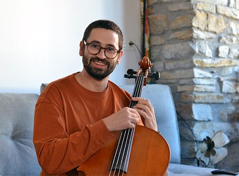 """Quico Pugès, musikaria: """"Berdin dio doinu bat noiz sortu den; orain entzuten badut, aktuala da"""""""