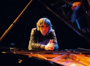 """Mikel Azpiroz (pianojolea): """"Ordubeteko lasaitasun-tartea eskainiko dugu Coliseoan"""""""