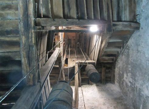 San Andres parrokiako erloju zaharra zaharberritu egingo da, hiriaren 675. urteurrena dela eta, ikusgai egon dadin