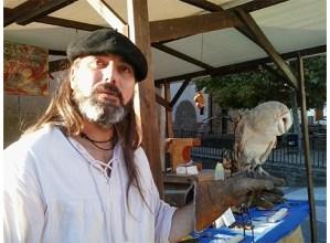 """Igor Unanue Osoro, egur lantzearen artisaua: """"20 egur-mota inguru erabiltzen ditut piezak egiteko, denak bertokoak"""""""