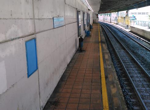 Unibertsitateko tren geltokiko nasak eta eskailerak berrituko ditu Garraio Sailak
