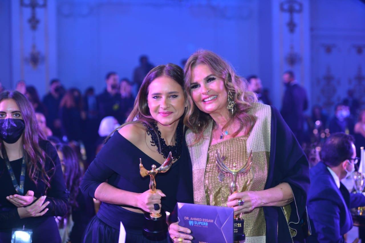 تكريم يسرا ونجمات آخرون في مهرجان القمر الصناعي العربي الحادي عشر