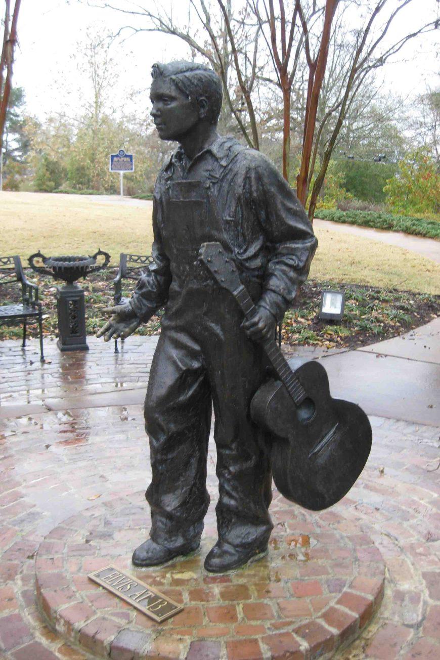 elvis presley statue at elvis presley birthplace park