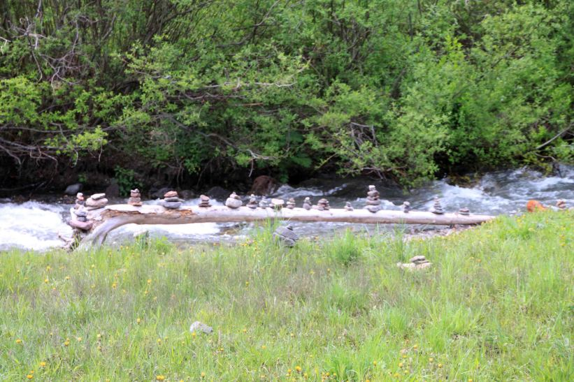 IMG_4251 creek cairns