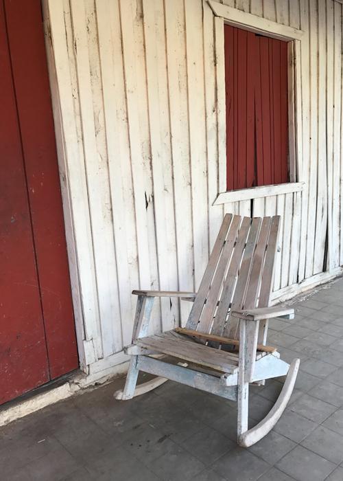 20170207_125536788_ios-porch
