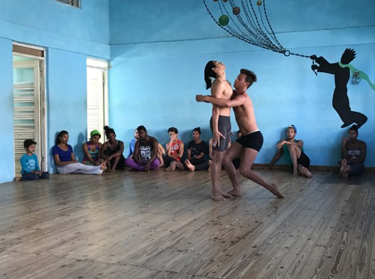 20170208_202304946_ios-dance