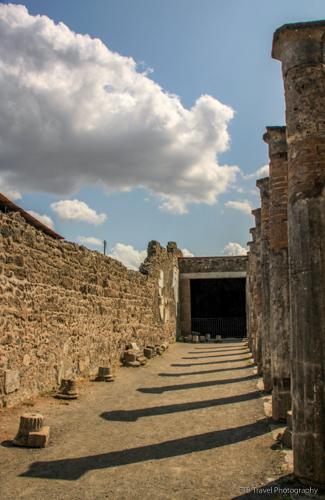 adventuresofacouchsurferpompeiiIMG_5512-5512