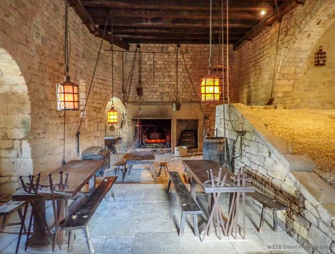 kitchen in chateau de beynac