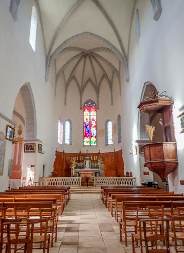 inside church in st cirq lapopie