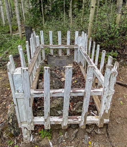 grave on the way to missouri mountain