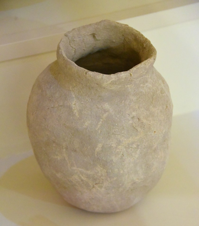 Pottery jar made of unbaked clay. From Bard Hushtir village, Erbil Governorate, Iraqi Kurdistan. Jarmo period, 6th millennium BCE. Erbil Civilization Museum, Iraqi Kurdistan. Photo © Osama S. M. Amin.
