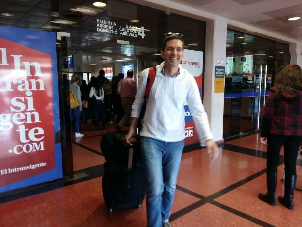 Arrivée de notre guest à l'aéroport après 15h de vol.