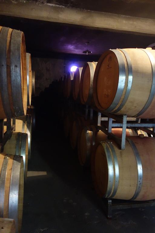 Des barriques de vin chez Carinae.