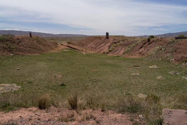 L'ancien bassin de la pyramide en son centre.