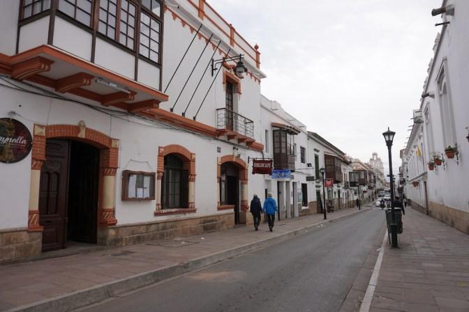La rue des cafés sympas de Sucre.