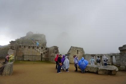 Des touristes en poncho.