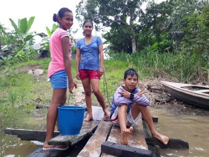 Karla, Makaay et une voisine.
