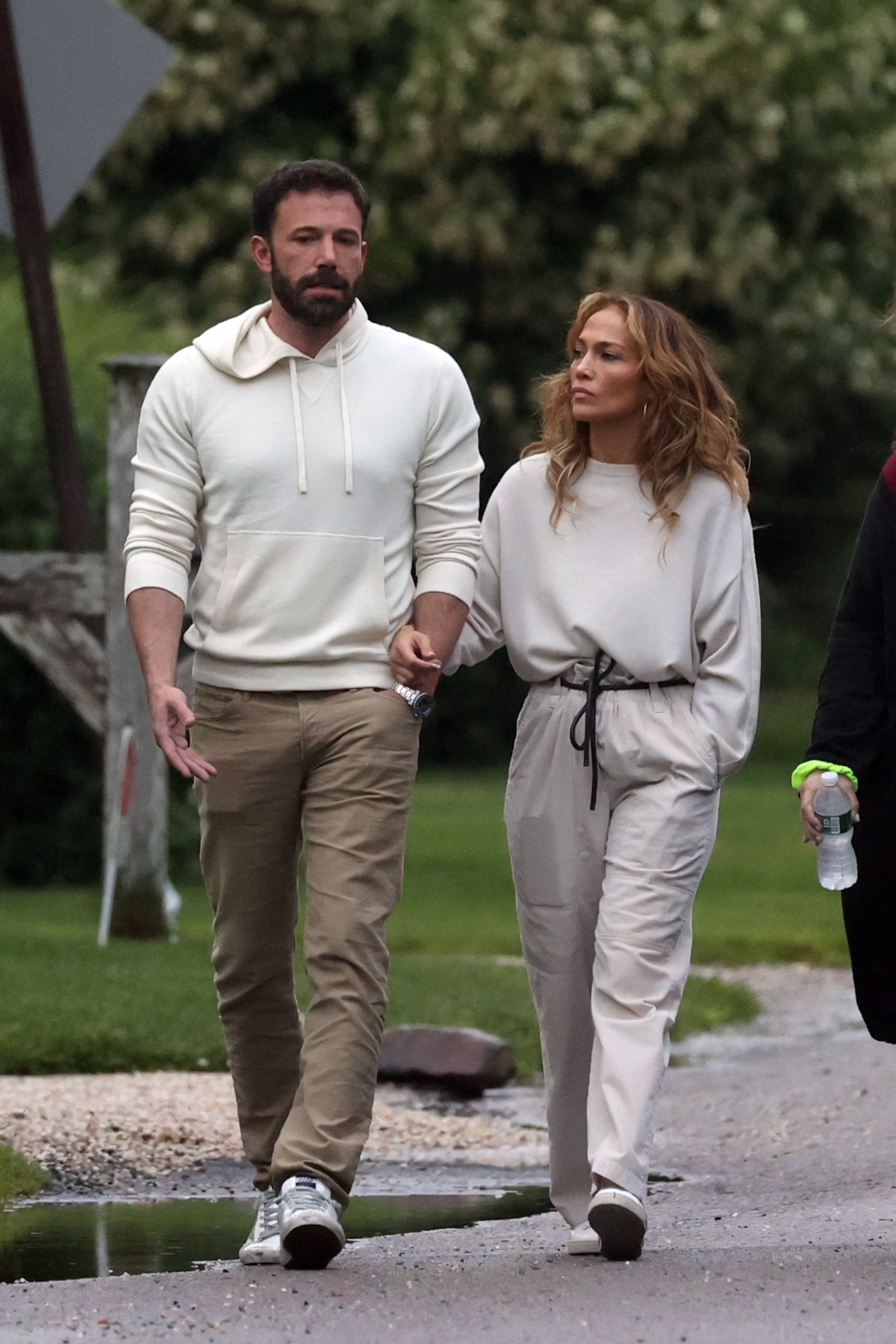 Ben Affleck and Jennifer Lopez wrap their arms around each other for an  evening stroll in the Hamptons | My Blog