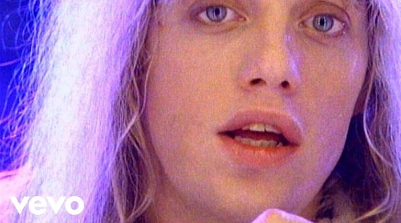 あまりにも美しかったフロントマンは、 47歳の若さで死去。(画像:YouTube『Heaven 』のサムネイル)