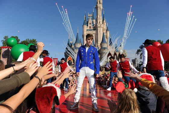 Justin Bieber performing at Disney's 2012 Christmas Parade