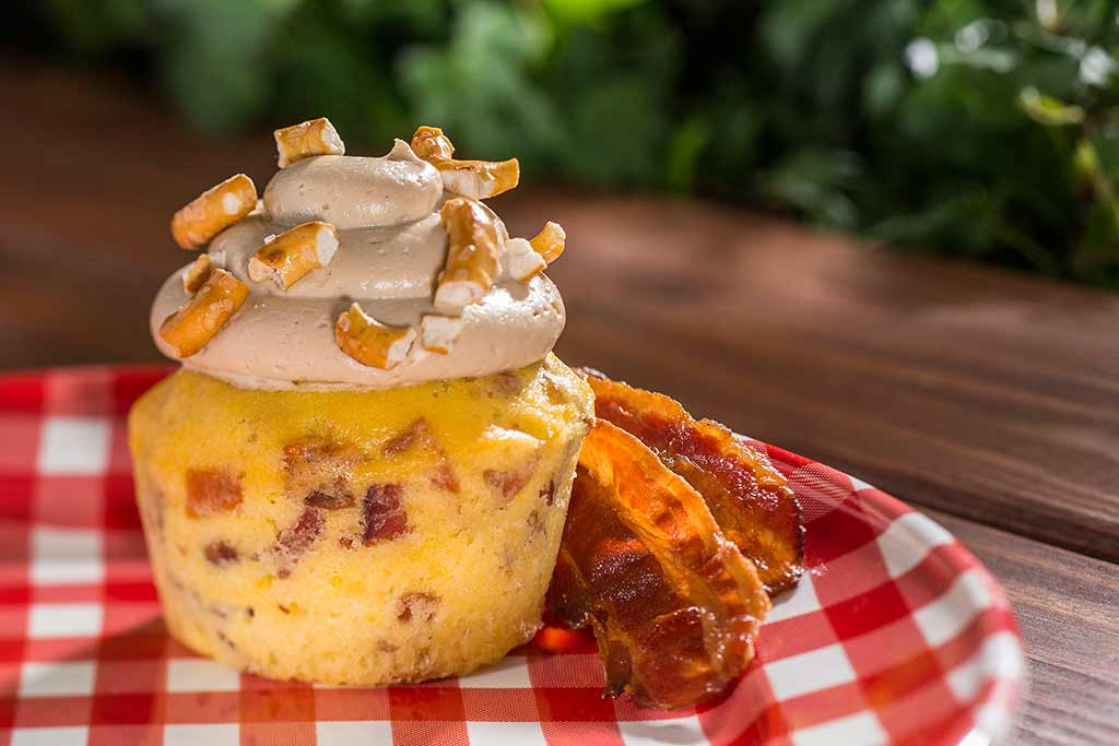 Piggylicious Bacon Cupcake with Maple Frosting and Pretzel Crunch