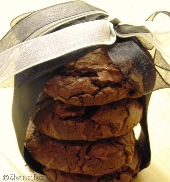 chocolade koekje met vloeiende karamel erin