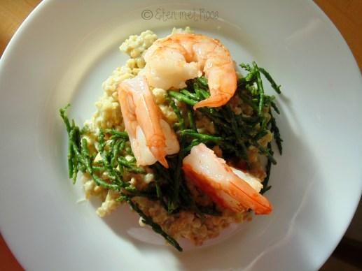 freekeh salade met gamba's en zeekraal