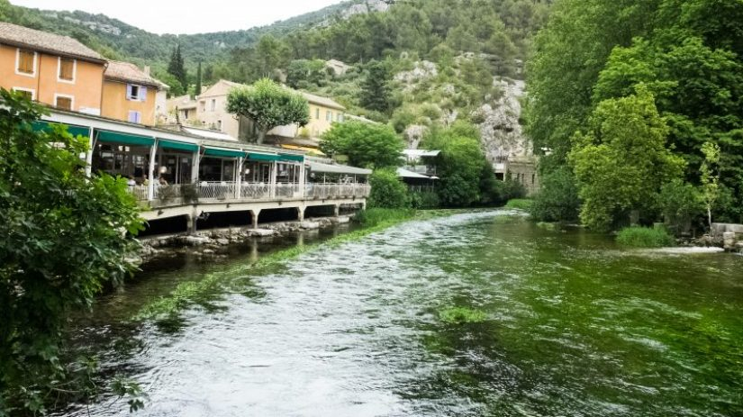 Fountaine de Vaucluse - Villages in Provence