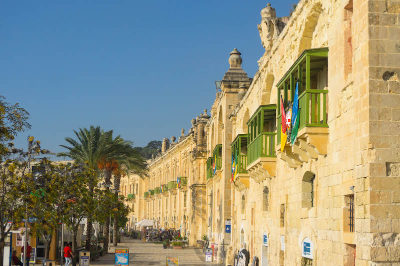 Visit the Valletta harbor in your time in Malta