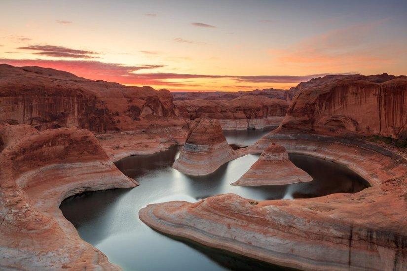 Winding river and red rock banks of Lake Powell in Utah