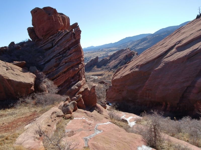 Garden of the Gods trail in Colorado Springs with red rocks and dead brush