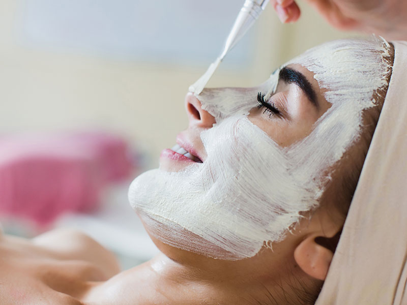 Learn How To Apply Facial Peels