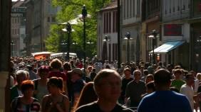 multitud en Haupstrasse