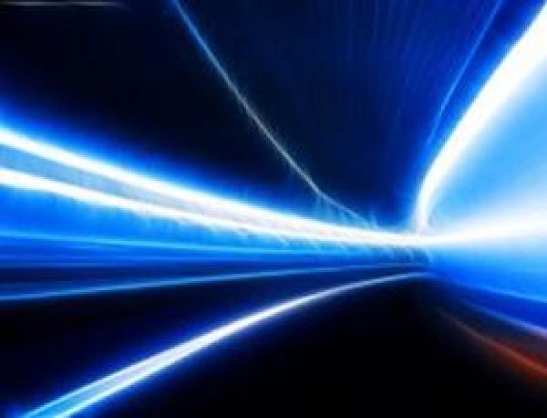 A relatividade evita que a matéria comum alcance a velocidade da luz, mas não descarta um a existência de um conjunto de partículas chamadas táquions que só podem viajar mais rápido que a luz (Imagem: Xcawhy/Stock.xchng)