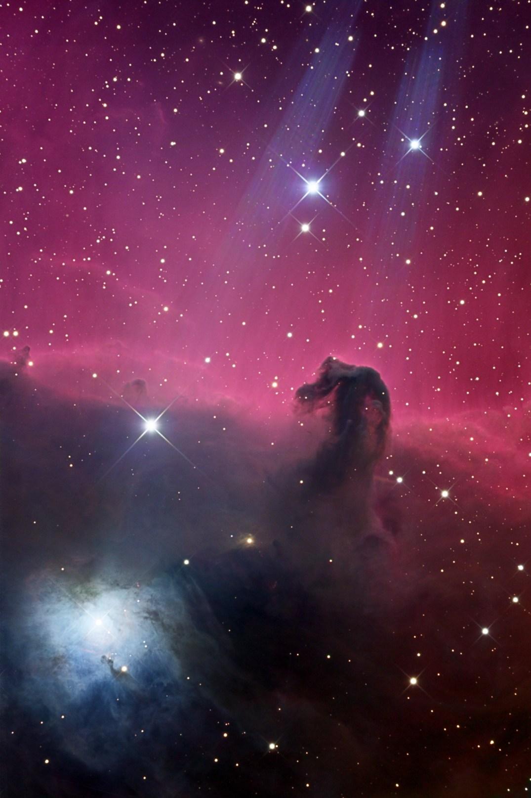 Nesta imagem vemos a negra nebulosa Cabeça de Cavalo contrastando com a brilhante nebulosa de reflexão NGC 2023 (à esquerda, embaixo) – Crédito©: Daniel Verschatse (Antilhue Observatory)