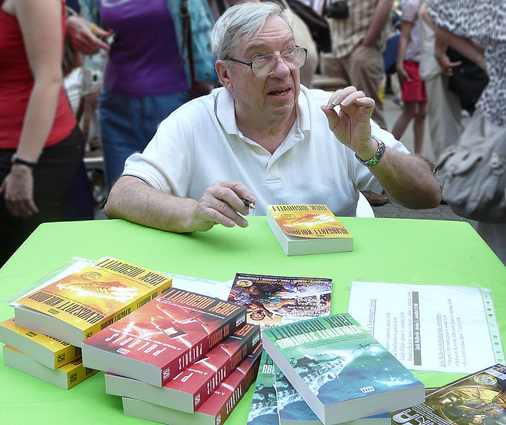 Jack McDevitt é escritor de ficção científica cujos livros em geral tratam de contatos entre humanos e extraterrestres.