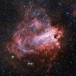 Messier 17: Uma rosa cósmica com muitos nomes