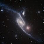 NGC 6872: Uma galáxia espiral esticada capturada pelo VLT/ESO e processada por Judy Schmidt