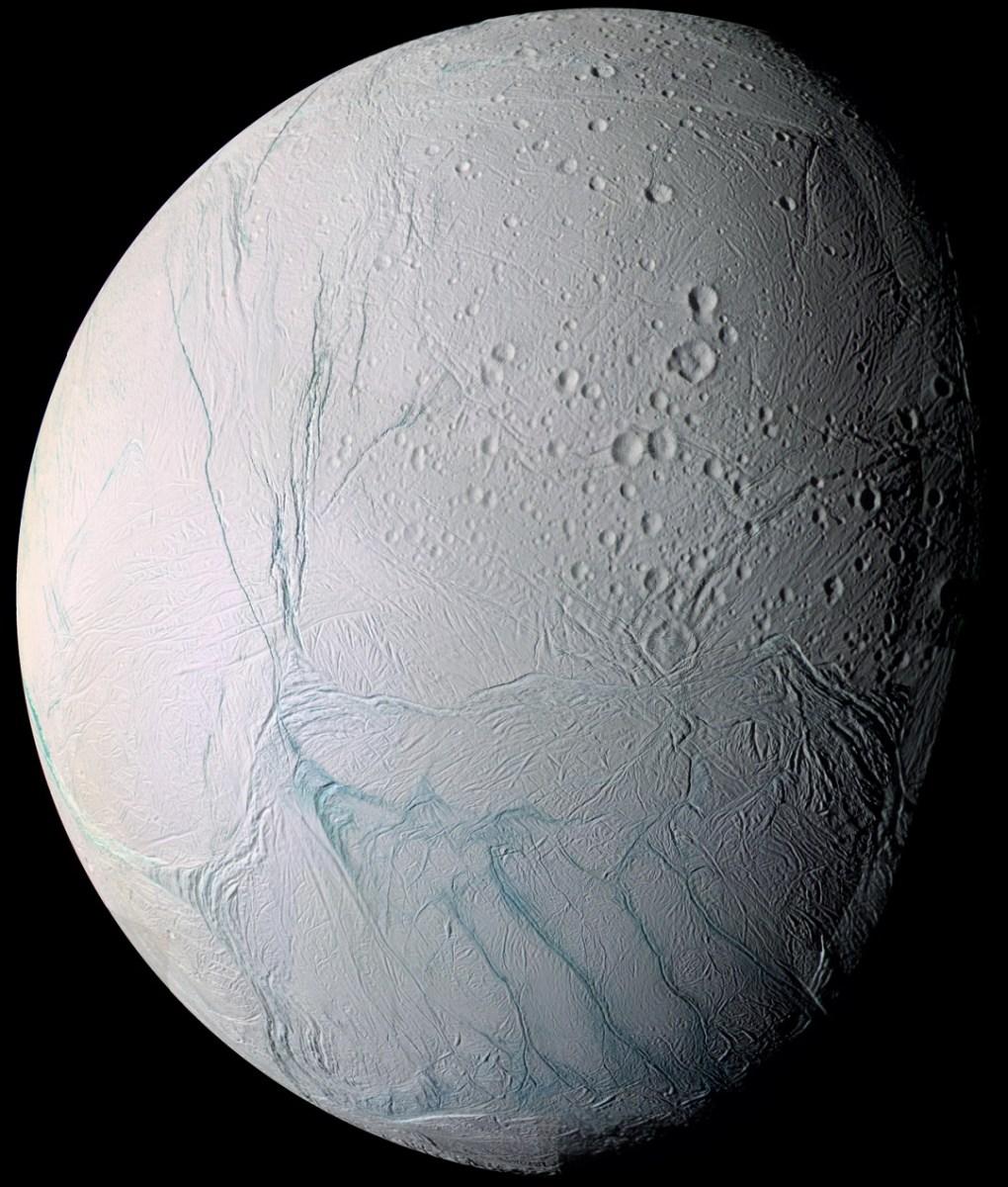 O polo sul de Enceladus é mais quente sob a superfície da lua