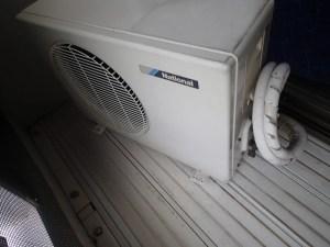 古いエアコン 室外機