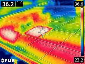 太陽光パネルの点検 一部のみ発熱
