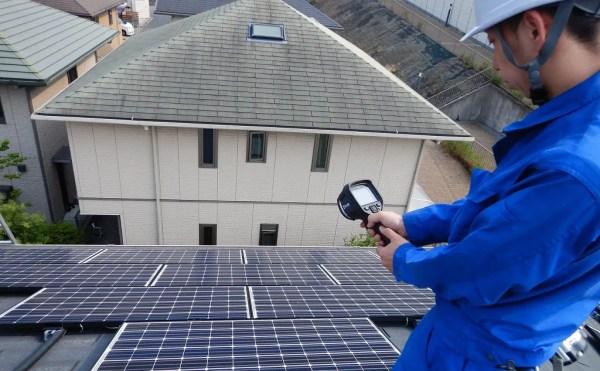 サーモカメラで太陽光パネルの点検