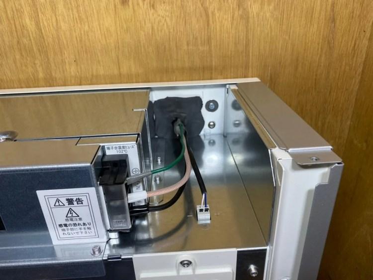 蓄電池へ配線を接続