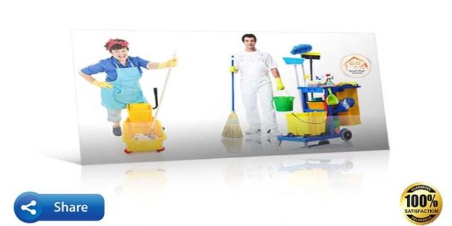 عمال يحمل ادوات نظافة