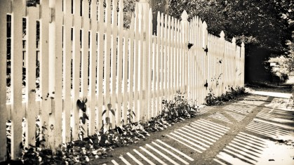 fence_sepia_16x9